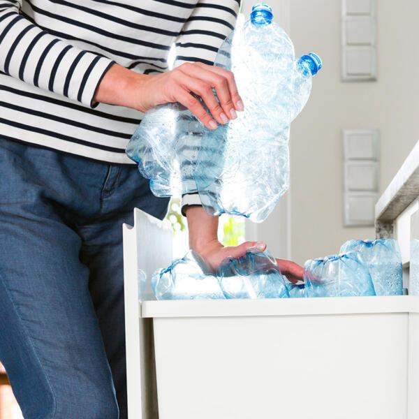 sostanze dannose nelle bottiglie di acqua plastica articolo acquarex